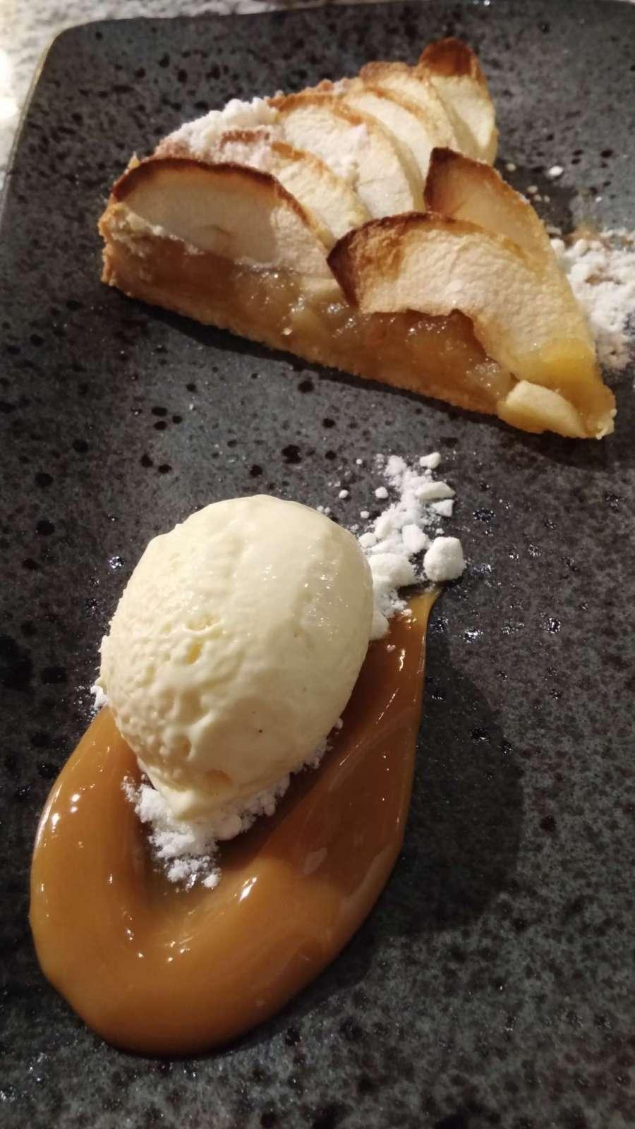 Apple tart (vanilla ice cream, caramel sauce)