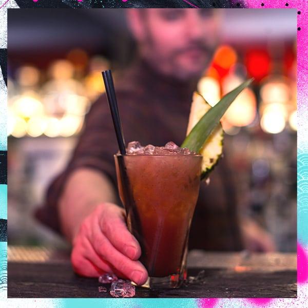 bar_staff_600x600_2_s2