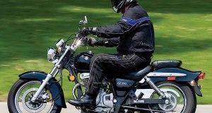 2008-Suzuki-GZ250-Motorcycle-Test-Stermer-01