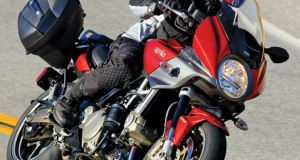 Aprillia-action-right