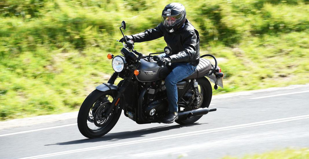 2016 triumph bonneville t120 black first ride review rider magazine. Black Bedroom Furniture Sets. Home Design Ideas