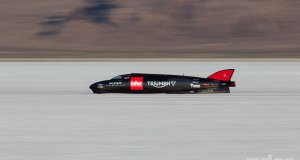 The-world's-fastest-Triumph---the-Triumph-Infor-Rocket-----Streamliner[1]