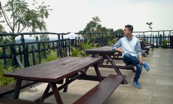 Tempat Makan Santai Asik di Bandung De Tuik Resto & Resort