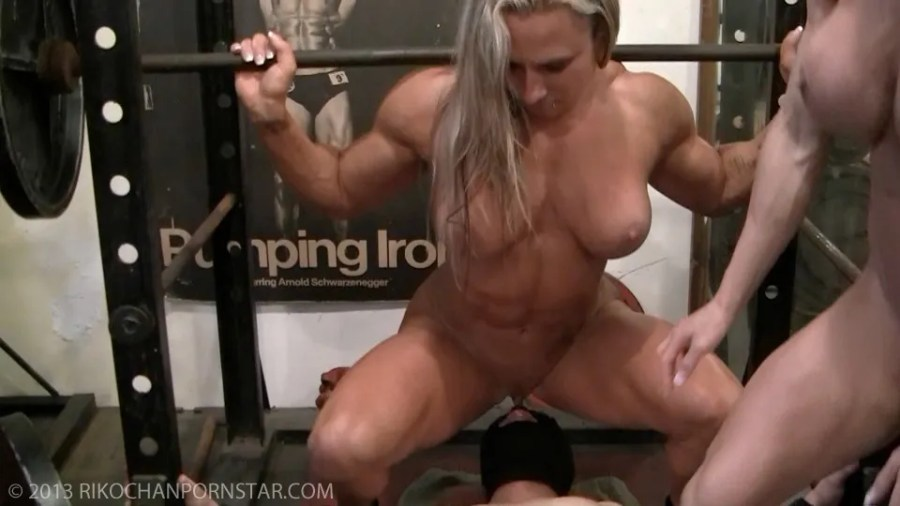 An eager mouth and a big clit make for excellent squatting motivation.