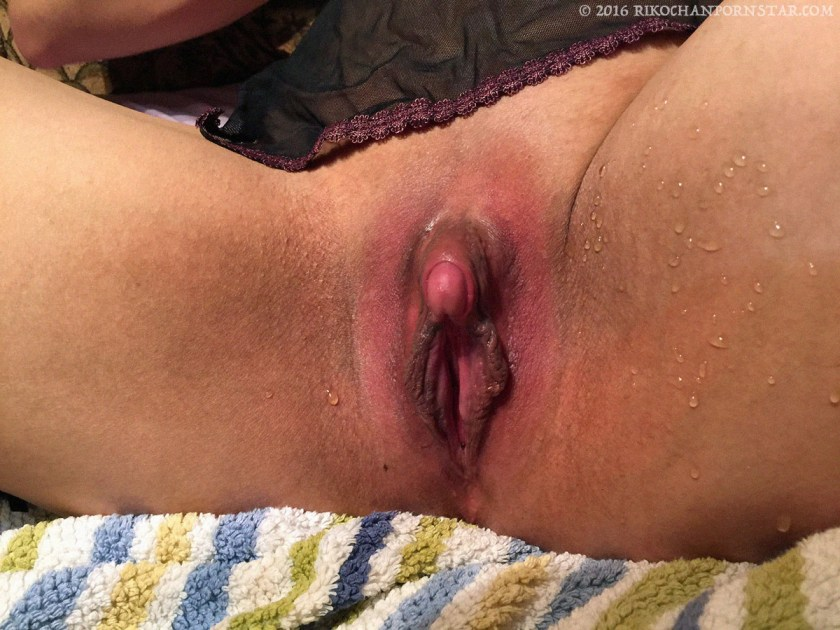 Pink clit, messy squirting!