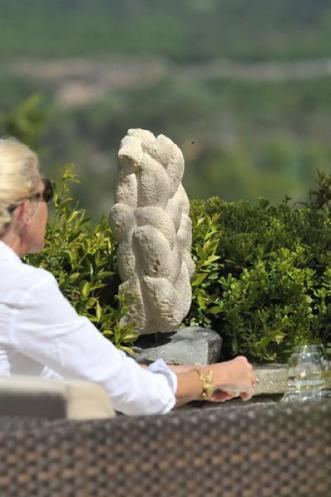 Sculpture de Dominique Rivaux à Coquillade à Gargas
