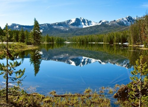 snowcapped-mountains-in-wyoming