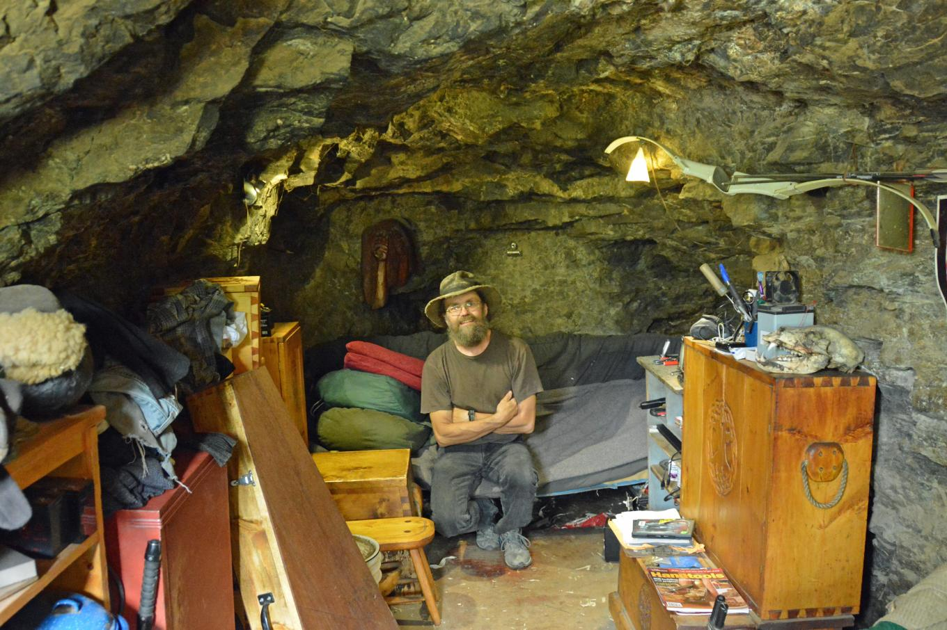 Caveman Modern Man : Things to know before you go live in a cave the