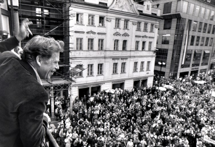 "Presidential candidate Vaclav Havel waves to his supporters from a balcony in Prague in this December 19, 1989 file photo. Havel, a dissident playwright who was jailed by Communists and then went on to lead the bloodless ""Velvet Revolution"" and become Czech president, died at 75 on December 18, 2011.  REUTERS/Petar Kujundzic/Files (CZECH REPUBLIC - Tags: POLITICS OBITUARY)"