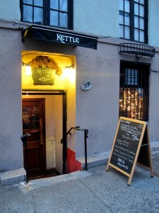Kettle of fish nyc bar for packer badger fans for Fish bar nyc