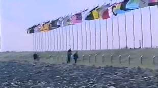Vlaggen van Gran Pavese op dijk