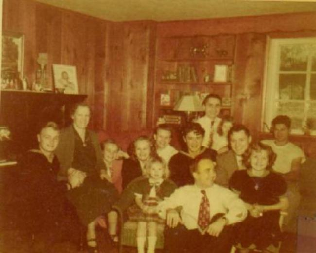 Pictured is the Scherff family and a few friends circa 1938 (foto Before It's News)