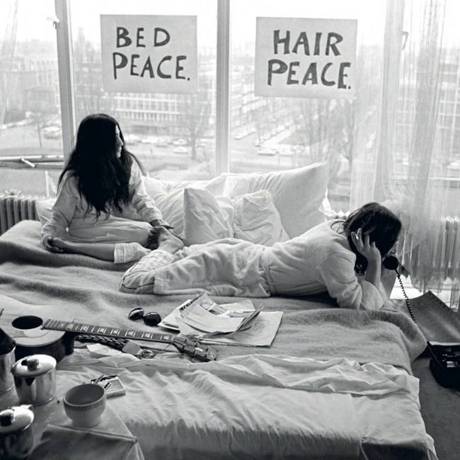 Ono en Lennon in bed