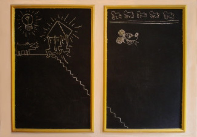 Blackboard drawings by Keith Haring in Sarah-Mezjdah Lens's childhood bedroom, 115 × 70 cm, 1982 (destroyed, foto Bob Lens)