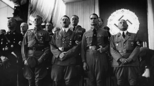 Hitler in 1937 with senior Nazi leaders (foto Austrian Archives:CORBIS)