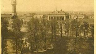 Den Helder, Julianapark met Station en Watertoren, ca. 1920, gezien vanaf de Matrozenbond (foto Jan Vieveen|NOORTUKS ANSICHTKAARTENHUIS)