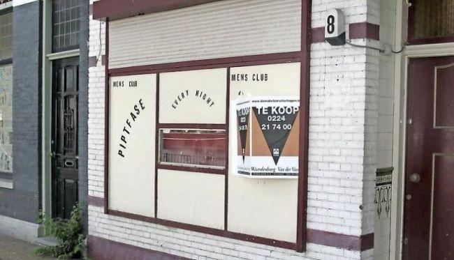 Het in 2013 gesloten bordeel aan de Binnenhaven (foto NHD)
