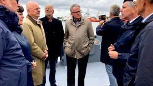 De nieuwe burgemeester van Groningen Koen Schuiling toont slagveld Den Helder (foto Twitter)