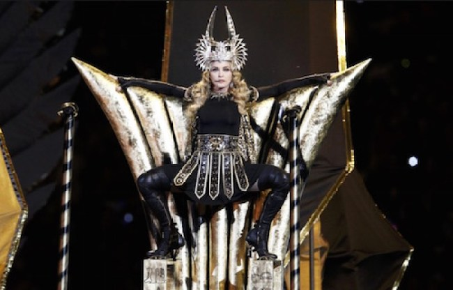 2012 Super Bowl performance of Madonna as the goddes Isis ( (foto talesofyoni)