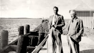 A meeting between F.W. Winterbotham, head of the Air Section in British Secret Intelligence Service (MI6) and SIS agent Baron de Ropp, right, on Baltic shore in East Prussia, 1936 (foto Henry Makov)