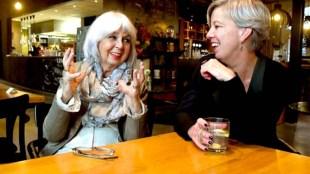 Fia Smit en Heleen Keur zijn enthousiast over Den Helder (foto George Stoekenbroek)