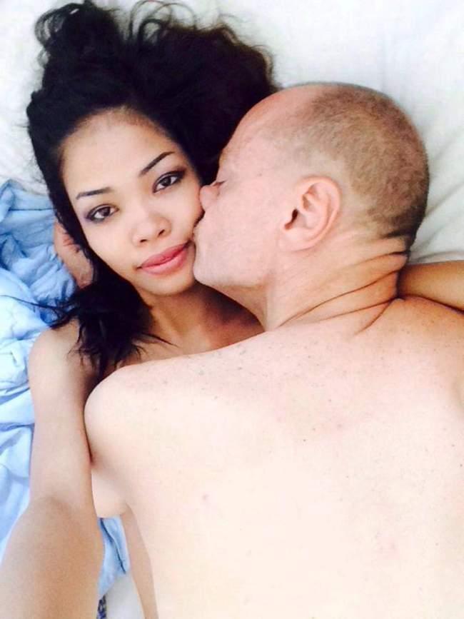 Peter Klashorst met mooi Thais meisje (foto Facebook)