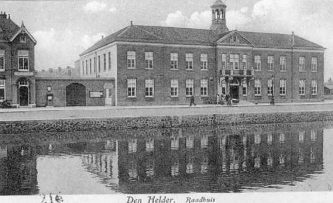Stadhuis Den Helder aan de Kerkgracht (1) (foto Den Helder aan Zee)