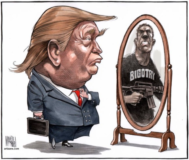 atizans.com - Donald Trump comes face to face with Bigotry in the mirror (foto National News Watch)