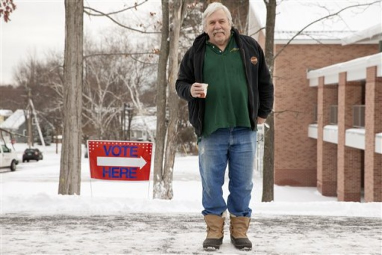 New Hampshire voters brave snow to cast their votes