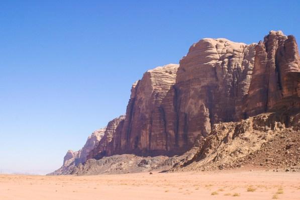 Die Felslandschaften im Wadi Rum sind beeindruckend.