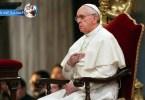 البابا فرنسيس يصلي المسبحة