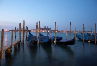 venice-in-blue-gondolas-and-the-island-of-san-giorgio-maggiore-www.rossiwrites.com