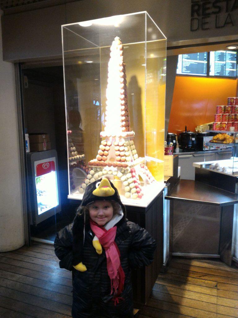 Uma torre feita de macarrons, delícia francesa