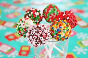 Christmas Cake Pops | Roxanashomebaking.com