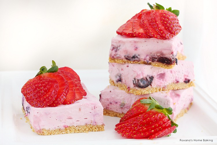 Berry cheesecake bars (skinny and no bake) recipe