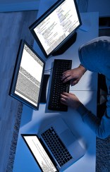 8 июня, 2010 Первая успешная хакерская атака на биткоин-протокол Злоумышленники воспользовались недостаточными мерами безопасности и сумели обойти ограничение на создание 21 млн биткоинов. В систему были внесены сразу около 184 млрд биткоинов. Узявимость была обнаружена и исправлена в течение нескольких часов.