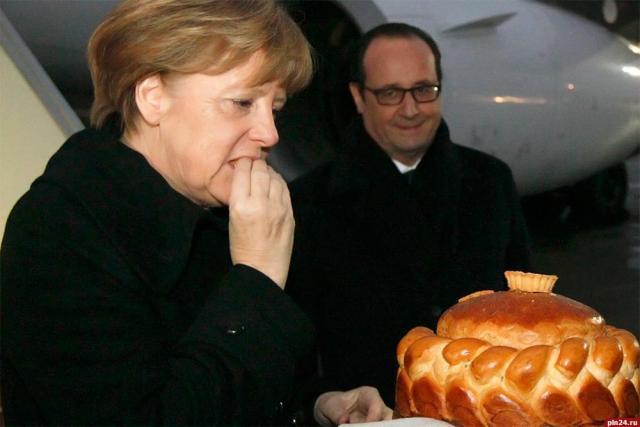 Франсуа Олланд и Ангела Меркель в аэропорту Минска.