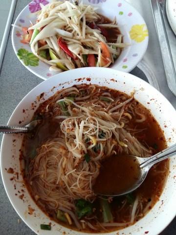 Этот загадочный тайский суп куай-теоу