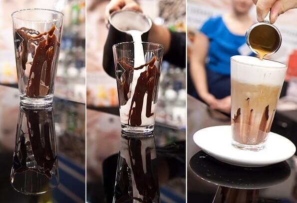 Шоколадный коктейль из молока и мороженого