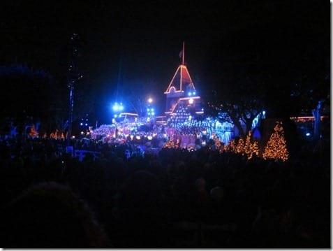 IMG 9956 800x600 thumb Disneyland for the Holidays