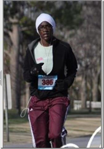 ajalla running in cold 229x329 thumb Running Fashion Don'ts   Brooks Running Gear Makeover