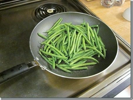 green bean fries in a skillet 451x339 thumb Friday Food and Feet on the Street