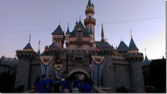 running through disney castle 800x450 thumb Disneyland Half Marathon Tweet Up Meet Up