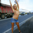 Shameless blonde flashes her tits to traffic jam