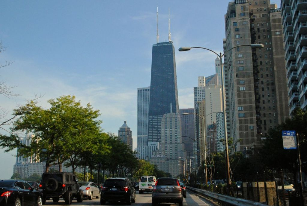 Traffic with a view on Lake Shore Drive