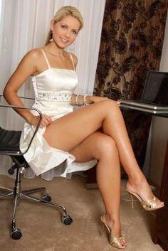 amateur girl in short skirt