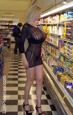 milf flashing in grocery store