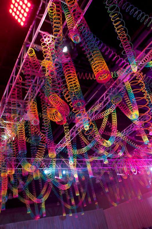 Glowing Trends : Glowing Slinky