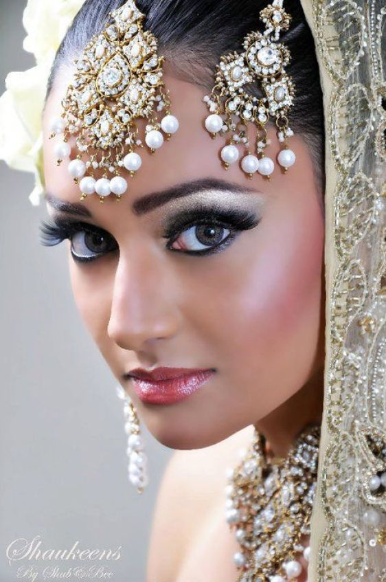 MUA by:Shabnam Zaman - http://beautifulindianbrides.tumblr.com/post/20231532606/mua-by-shabnam-zaman: