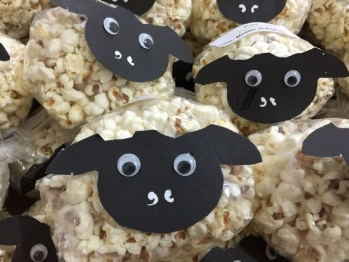 you should definitely try these cute sheep cakes for eid